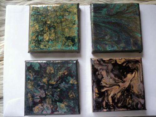 Kaleidoscope: tableaux sur ch�ssis toil�, peints avec de la peinture fantaisie et recouverts de r�sine. Ils peuvent �tre vendus par quatre ou � l'unit�(15 euros)