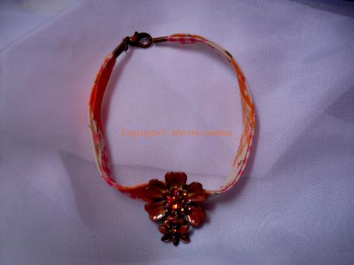 Bracelet (20 cm) Liberty orange fleuri, fleur avec papillon, strass Réf: BR7