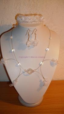 Parure Mariage (Bracelet (21 cm) , boucles d'oreille et collier (48 cm), fil cablé argenté, perles en verre et dentelle