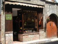 boutique l'infante a Villefranche de conflent 66500 , Thierry Thérèse Vilquin Atelier.théry création sur cuir