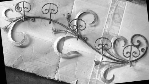 PORTMANTEAUX a mur fabrication en fer forgé, sur mesure, vous pouvez améliorer un mur ou en angle de la maison, avec originalité et fonctionnalité.