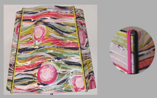 Carré Alsacien en tissu Lalie Design, finitions soutaches doublées sur chaque arête.