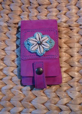étui pour téléphone portable,nubuck et motif en cauris et fil de coton,modèle unique.