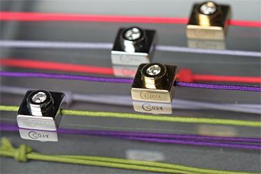Bracelet Bricc en or 18 carats montés sur cordon de couleur ; orné ou non d'un diamant ou d'une autre pierre de votre choix.  Prix sur demande, à partir de 490?