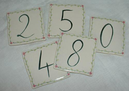 Numéro de maison en grès (résiste au gel). Couleurs résistant aux intempéries.Chiffres au choix entre 0 et 9; personnalisable à la demande