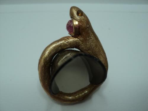 BOA:Bague en p�te fimo dor�e et vernie, et perle en verre rose