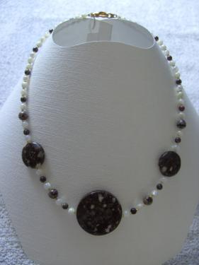 BIJOUX BIO N° 8   Collier Pierre Naturelle Jaspe, Nacre  Zoom : 1 Clic sur le Bijou   Bracelet & Boucles d'oreilles assorties