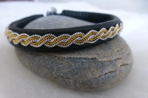 un exemple de notre gamme de bracelets (entièrement fait à la main dans notre atelier avec des fournitures de provenance française)...