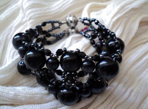 OEIL DE CHAT; bracelet composé de deux branches de perles