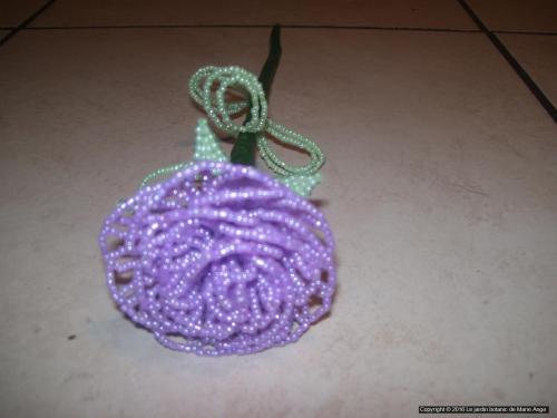 Grosse Rose violette pastel feuilles vertes pastel Prix unitaire: 5 euros Couleur possible sur demande