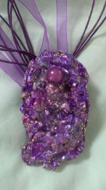Création parme bleu profond violet & pierres incrustées Référence P7