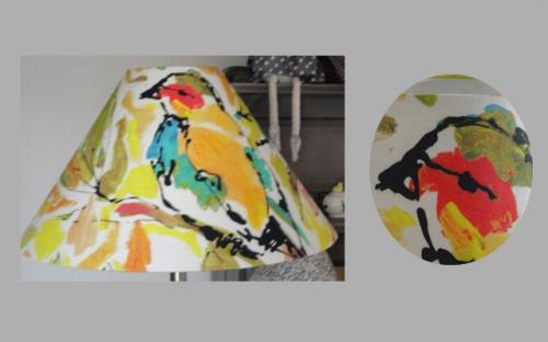 Abat-jour confectionné avec du tissu Lalie Design dans des teintes de jaune,orange et vert.