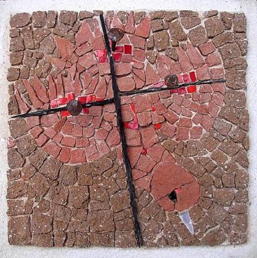 Oiseau crucifié  Briques, ardoises, porphyre  40x40