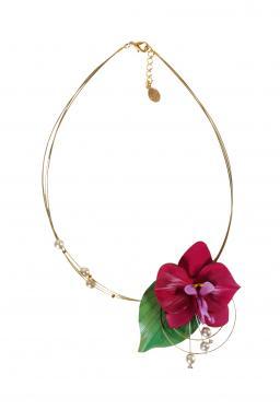Collier orchid�e et feuille en cuir pleine fleur de vachette mont�es sur cinq fils cabl�s dor�s avec perles en verre nacr�es