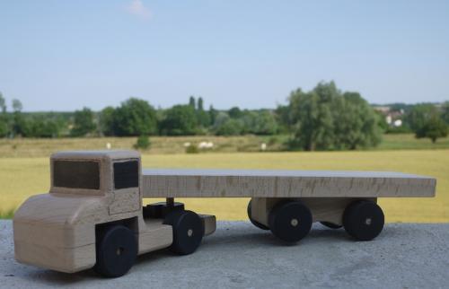 Le Cammionneur: camion en hêtre