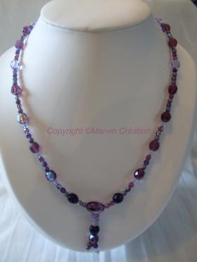 Collier ( 44 cm) fil cablé, perles en verre différentes Améthystes Réf: CO07144