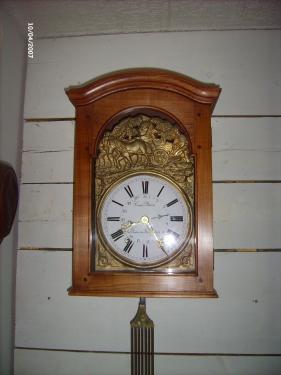 Boitier d'horloge r�alis� en Merisier ,  finition cir�e .
