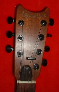 conception initiale en sept cordes avec cordes de SI doublées à l'unisson