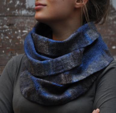 Col bleu tricot� et feutr� (pure laine)