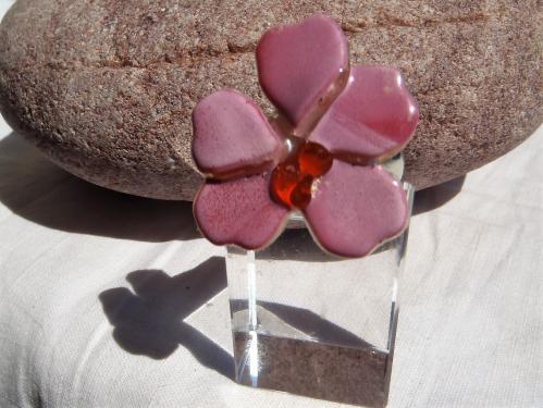 Bague en verre fusing fleur. Réglable sous la fleur