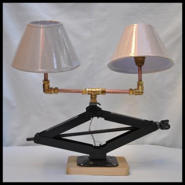 Lampe Cric N°4 évolution. Quelques modifications ont été apportés sur cette lampe, entre autre deux abat-jours orientable.