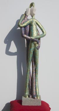 COUPLE     pierre et b�ton arm�, patine bronze Hauteur = 103 cm   poids = 5 kg pi�ce unique