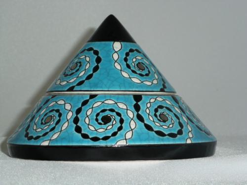 EMAUX D'ART DE LONGWY Création Christian Leclercq Boite pyramide spirales