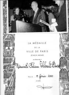 Médaille de bronze de la Ville de Paris en 2000, au cours du Salon de l'artisanat et des métiers d'art. Salle olympe de Gouges. remise par M. Sarre.