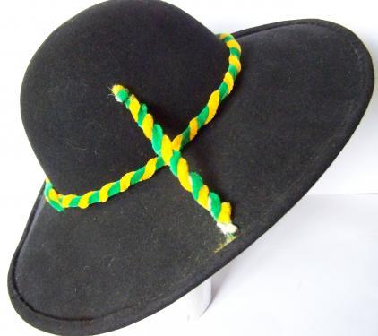 Chapeau de feutre réalisé pour les Galvachers du Morvan groupe folklorique international