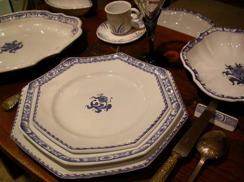 Sur commande uniquement : le service en cama�eu de bleus.  Et bien d'autres pi�ces, en visitant ma boutique en ligne : www.boutique.atelierdemuriel-samadet.com