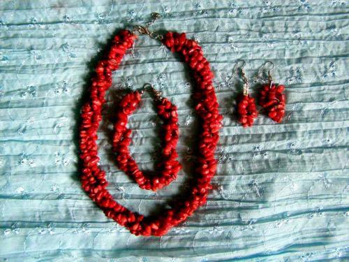 Parure numéro 2  http://www.alittlemarket.com/parure/fr_corail_rouge_parure_numero_2_-14558589.html