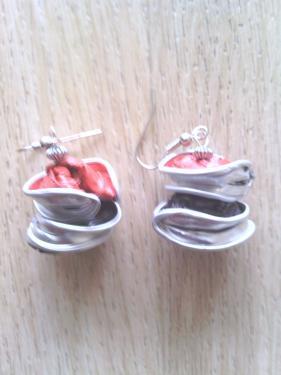 Boucles d'oreilles rouges et noires