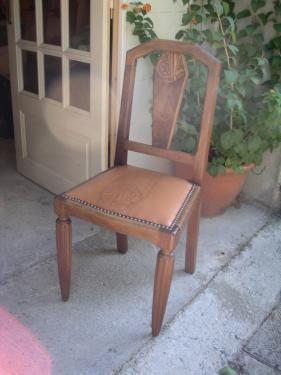 Chaises en noyer assise en cuir fauve