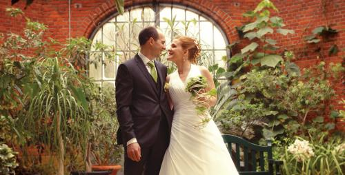 De très beaux mariés, dans la serre du jardin botanique de Metz, Lorraine.