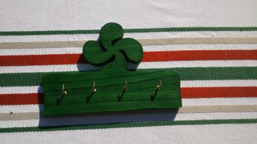 support pour clés lauburu vert pin ou peuplier