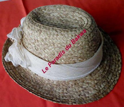 Chapeau de cérémonie orné de ruban en noeud beige N°11