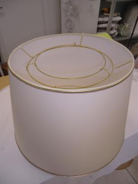 APRES Abat-jour conique de grand format,refait à l'identique avec son système de pose à réflecteur à vase.  Tissu Création Baumann,Double galon doré et Coloris Daim.  Carcasse laquée dorée mate