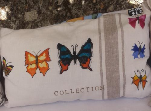 Coussin lin écru rayures: papillons
