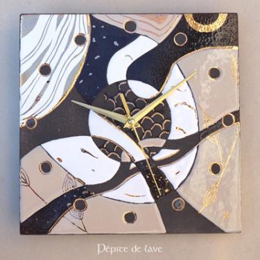 Horloge en lave �maill�e Beige  D'inspiration organique, cette horloge