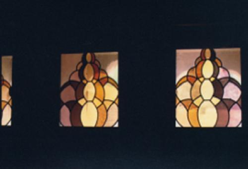 Vitraux de la galerie d'un château à Igé