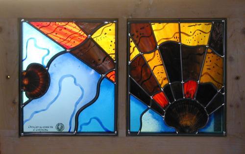 vitrail: verres panachés antiques et industriels; peintures à la grisaille et émaux