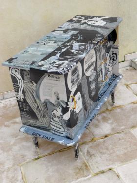 NOUVEAU  Dry Pale: meuble bar rangement, customisé avec des publicités noir et blanc 1950-60