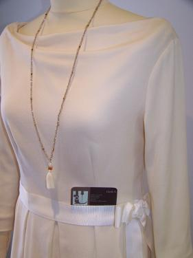 Robe d�collet� drap�  Plis plats  lainage blanc cass�