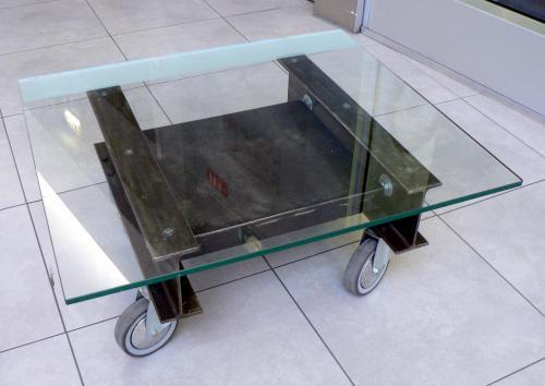 creation Table de salon sur mesures en acier et verre sur roulette- Patine acier anthracite vernis mat-verre securit 10mm- 90 x 70 x hauteur 32 cm a partir de 880 ?