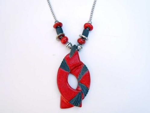Collier long rouge et noir