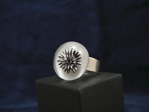 Bague argent 925°/°° cabochon de verre décor implosion.