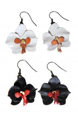 Boucles d'oreilles pendantes orchidées en cuir pleine fleur de vachette disponibles en 5 couleurs : rose, fuchsia, prune, noir et blanc