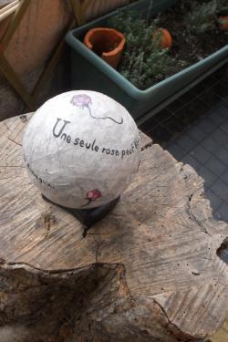 petite boule à texte...faites passer vos messages...Les citations, les pensées, les mots doux, les encouragements et les joies...Des petites boules porte-bonheur à s'offrir ou à offrir...