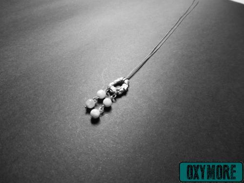 Minas Gerais  :L'élégance brute caractérise ce bijou aux formes organiques soulignées par la finesse des perles en Pierre de Lune.  https://oxymore-creations.com/fr/pendentifs-colliers/19-pendentif-minas-gerais.html