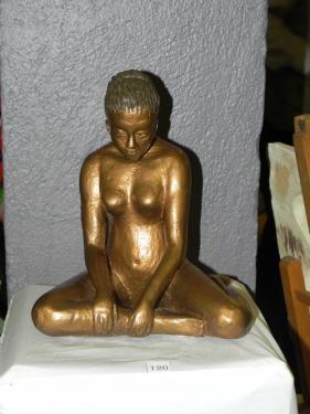 superbe sculpture,terre cuite,femme nue la tête baissée: c'est la 'pensive', patinée,couleur bronze, dimension :23cm de haut,21cm de long, 15cm de large